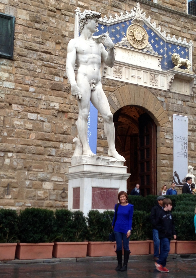 A stranger took my photo with the fake David. Not bad!